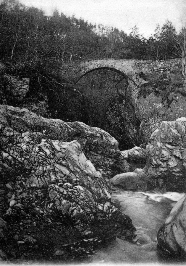 Bridge over the Upper Falls of Foyers  . Photograph courtesy of Alister Chisholm