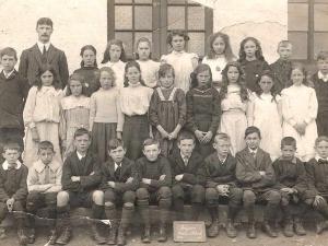 Foyers School c1908  primary 4 class ..