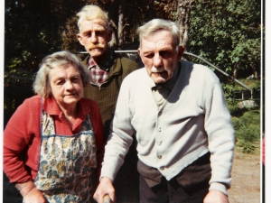 Jeanie Milne with her twin brothers ,Alex Grant and Duncan